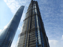 Jin mao och shanghai torn i det lujiazuishanghai porslinet Royaltyfria Foton