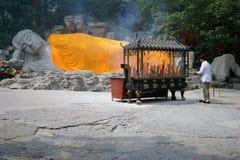 Jinan, Cina, il 7 giugno 2015 Dormendo Budda nel giardino Fotografia Stock