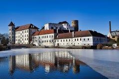 Jindrichuv hradec kasteel - mening over vajgar vijver royalty-vrije stock foto's