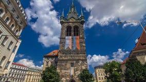 Jindrisskatoren timelapse hyperlapse - de hoogste klokketoren in Praag stock videobeelden