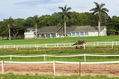 Jinete Closeup Running Track del caballo de raza Foto de archivo libre de regalías