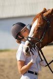 Jinete con el caballo criado en línea pura Imagenes de archivo