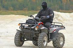 Jinete de ATV con la máscara negra Imagen de archivo libre de regalías