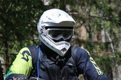 Jinete de Enduro en su moto Fotos de archivo