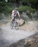 Jinete de la bici de montaña Fotos de archivo libres de regalías