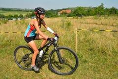 Jinete de la bici de montaña Imagen de archivo libre de regalías