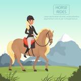 Jinete de la chica joven que monta el caballo marrón con la mujer amarilla de la cresta en uniforme con el casco protector Natura Fotos de archivo libres de regalías