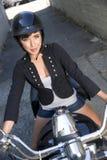 Jinete de la motocicleta de la mujer Imagenes de archivo