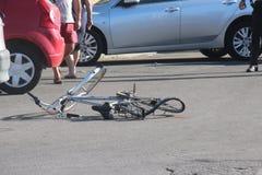 Jinete del accidente de tráfico invertido Imagen de archivo libre de regalías