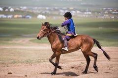 Jinete del caballo del niño de Mongolia Imágenes de archivo libres de regalías