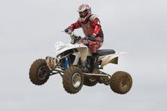 Jinete del motocrós de ATV sobre un salto Imagen de archivo libre de regalías