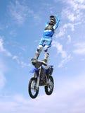 Jinete del truco de la bici de la suciedad Fotografía de archivo