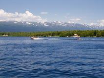 Jinete del tubo en el lago Imagen de archivo libre de regalías