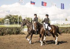 Jinete hermoso de ROSTOV-ON-DON, RUSIA 22 de septiembre - en un caballo Imagen de archivo