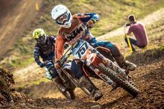 Jinete indefinido en campeonato polaco del motocrós Foto de archivo