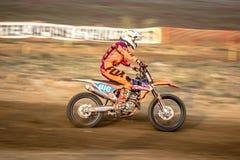 Jinete indefinido en campeonato polaco del motocrós Fotografía de archivo