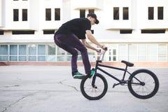 Jinete joven de la bicicleta de BMX Fotos de archivo libres de regalías