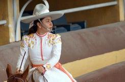 Jinete joven mexicano del adelita en blanco imágenes de archivo libres de regalías