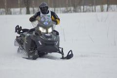Jinete rápido de la moto de nieve Imagenes de archivo