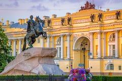Jinete y Tribunal Constitucional de bronce St Petersburg Imagen de archivo