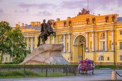 Jinete y Tribunal Constitucional de bronce St Petersburg Imágenes de archivo libres de regalías