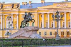 Jinete y Tribunal Constitucional de bronce St Petersburg Foto de archivo libre de regalías