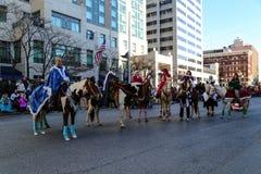 Jinetes de lomo de caballo festivos Imágenes de archivo libres de regalías