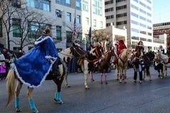 Jinetes de lomo de caballo festivos Imagenes de archivo