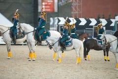 Jinetes del acompañamiento honorario de la caballería escuela de montar a caballo presidencial del regimiento y de Kremlevskaya Foto de archivo libre de regalías