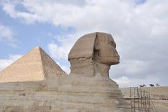 Jinetes del caballo en la gran esfinge de Egipto Foto de archivo