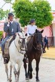 Jinetes del caballo que toman un paseo por la feria de Sevilla Imagenes de archivo