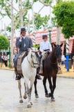 Jinetes del caballo que toman un paseo por la feria de Sevilla Foto de archivo libre de regalías