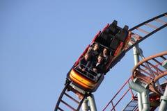 Jinetes del roller coaster Imágenes de archivo libres de regalías