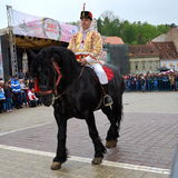 Jinetes durante el desfile de Brasov Juni Fotografía de archivo