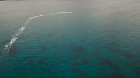 Jinetes en el esquí del jet Isla Filipinas de Boracay almacen de metraje de vídeo