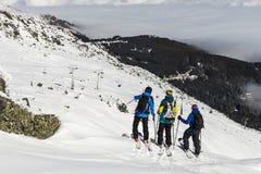 Jinetes libres en el top de la montaña Fotografía de archivo