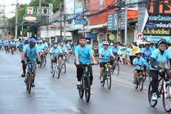 Jinetes no identificados en la acción durante la bici para el evento de la mamá Fotografía de archivo