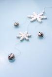 Jingle Bells met sneeuwvlokken royalty-vrije stock foto's