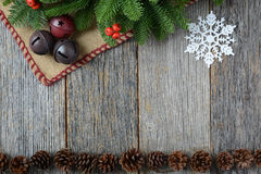 Jingle Bells On Rustic Wood-Achtergrond royalty-vrije stock afbeeldingen
