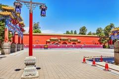 Jingshan parkerar, eller kolberget, nära Forbiddenet City, är Royaltyfria Bilder