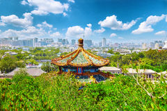 Jingshan parkerar, panorama över på Pekingstad Royaltyfria Bilder