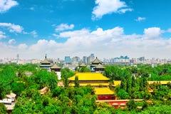 Jingshan parkerar, panorama över på Pekingstad Royaltyfri Foto