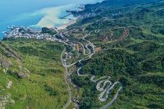 Jinguashi med flyg- sikt för Yinyang hav - berömda loppdestinationer av Taiwan, panorama- bird's synar sikt royaltyfri bild