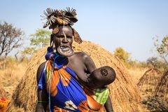 Mursi Tribe woman breastfeeding her kid royalty free stock photography
