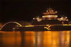 jinming开封湖晚上寺庙的古老瓷 免版税库存照片