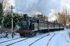 Jinty ångalokomotiv på en Santa Special på Keighleyen och Woen Arkivfoton