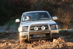 Jipe que participa na raça da aventura 4X4 Fotografia de Stock