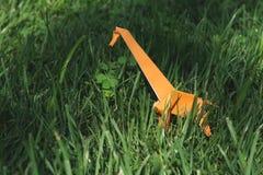 Jirafa de Origami Imágenes de archivo libres de regalías