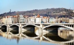 Jirasek bro på den Vltava floden, Prague Arkivfoto