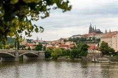 Jiraskuv najwięcej, piękny most na Vltava rzeka w Praga Zdjęcia Royalty Free
